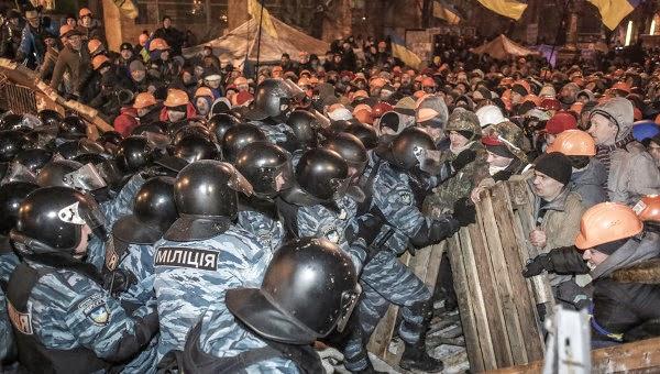 Ukrainians clashing with police.